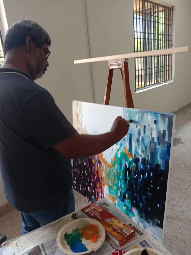 Faculty exhibiting his painting talent on the white canvas board during the art workshop conducted at our design institute in chennai